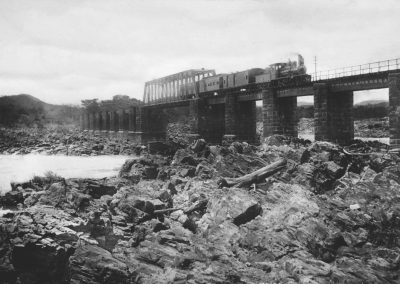 Ponte-Jaguara-com-trem-recuperada