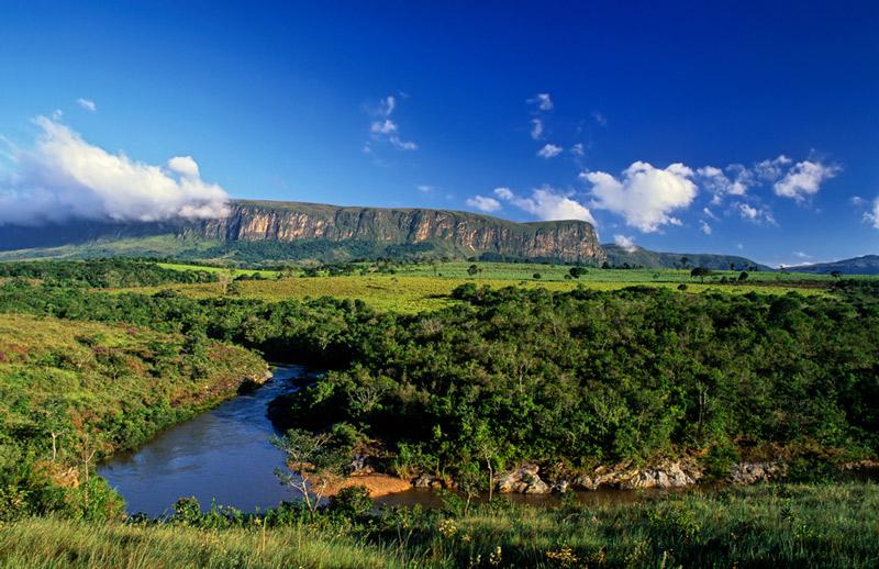 Do lado de Rifaina, A Serra da Canastra é cenário para Serro Azul, cidade fictícia da novela das 9